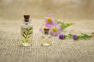 essential-oils-2884618_1920
